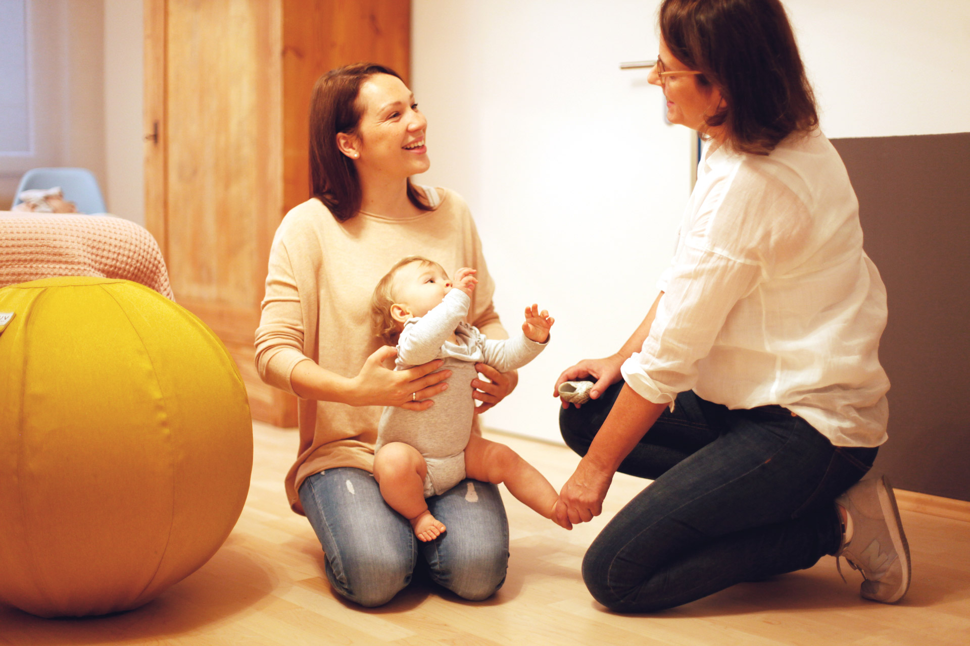 Der Schwerpunkt der homöopathischen Behandlung in meiner Praxis in Essen-Werden liegt seit über 20 Jahren in der Begleitung von Babys, Kindern und Jugendlichen auf ihrem Weg zum Erwachsenwerden.