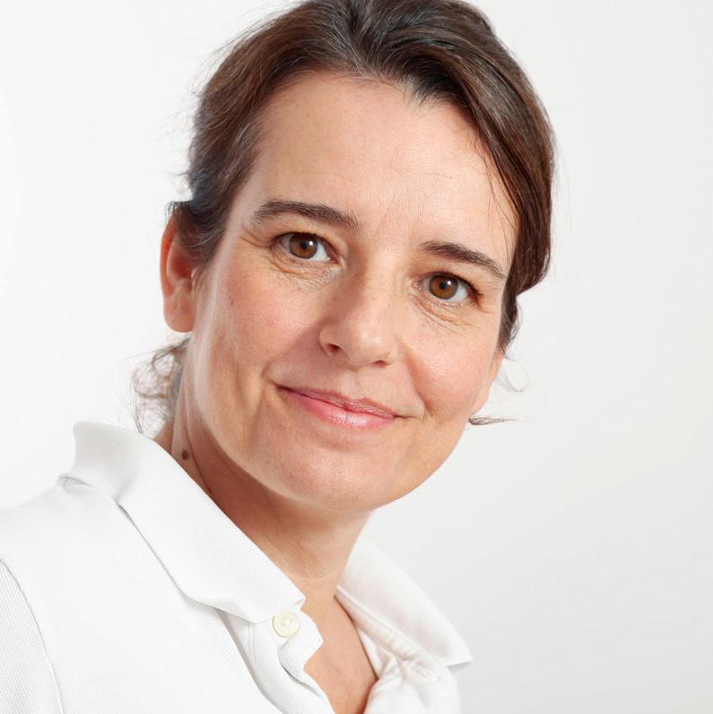 Portraitfoto Corinna Nadermann, Osteopathin, Schmerztherapeutin und Heilpraktikerin in Essen-Werden