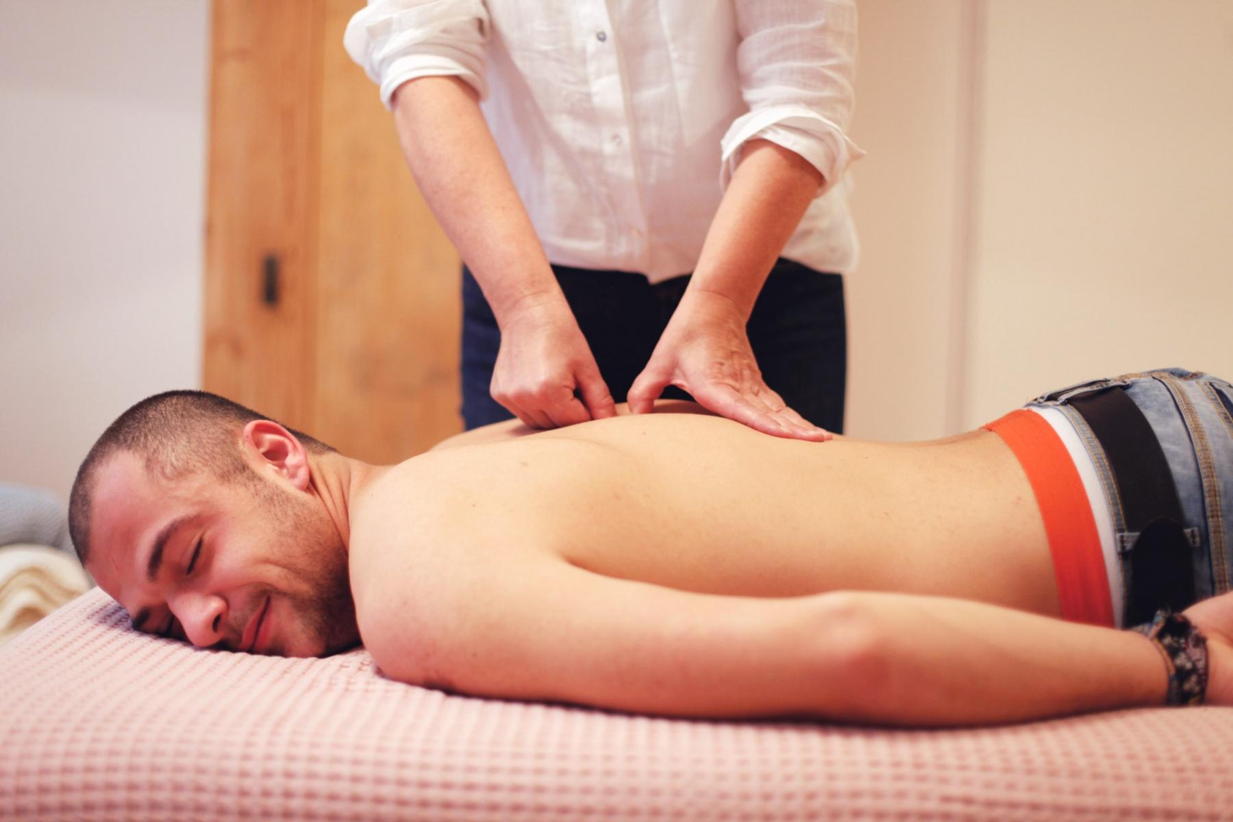Spannungs- und Schmerzzustände kann ich als geübte Schmerztherapeutin mittels Osteopressur in nur wenigen Sitzungen auflösen.